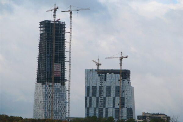 Башенные краны на высотном строительстве в Мокве