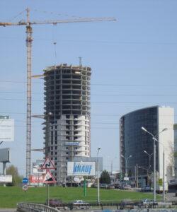 Высотный башенный кран в Москве