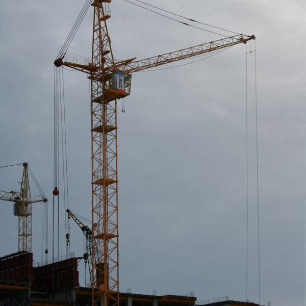 КБ-405 Башенные краны на строительном объекте в Москве и Московской области